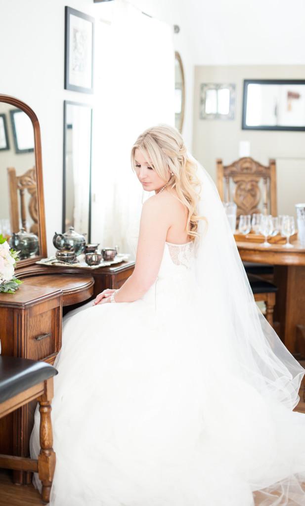 bride getting ready shot (2)