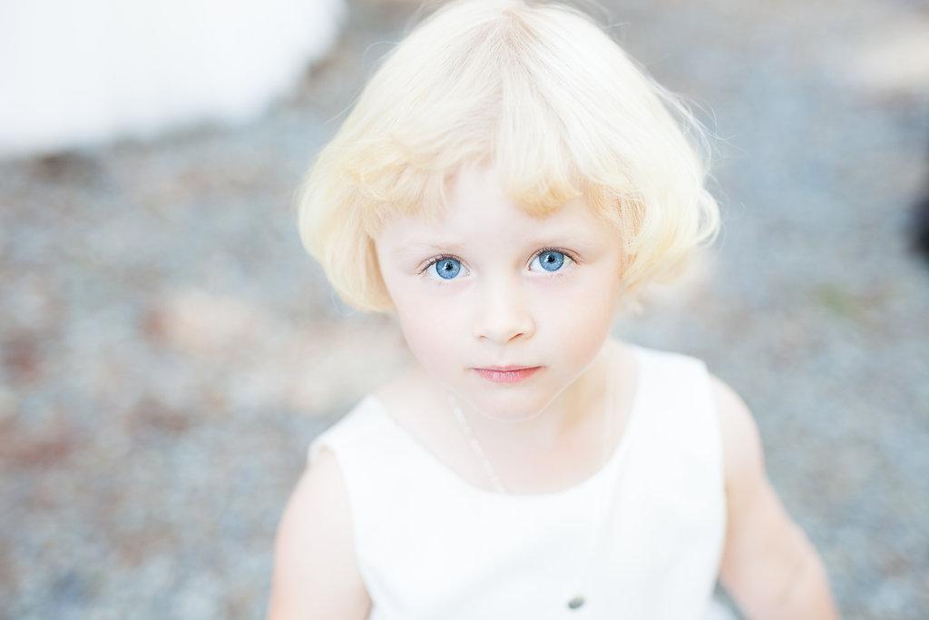 flower girl blond blue eyes